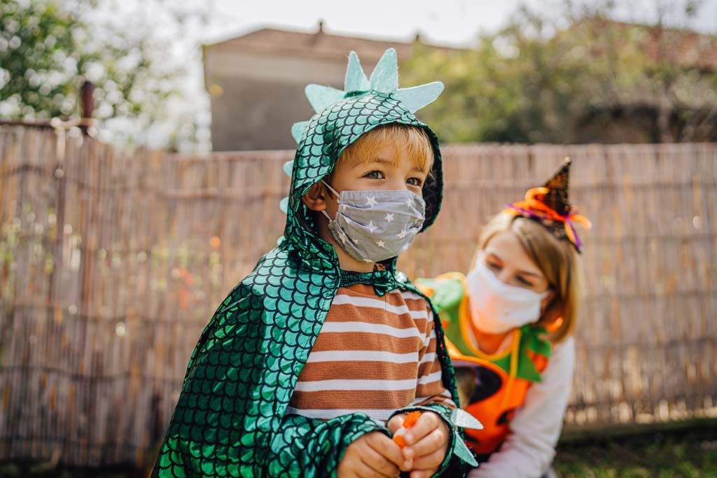 How-to-Have-a-Safe-Halloween-in-the-Time-of-COVID-19-1a.jpg