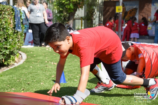 chla-handy-heroes-camp-2017-obstacle-course.jpg